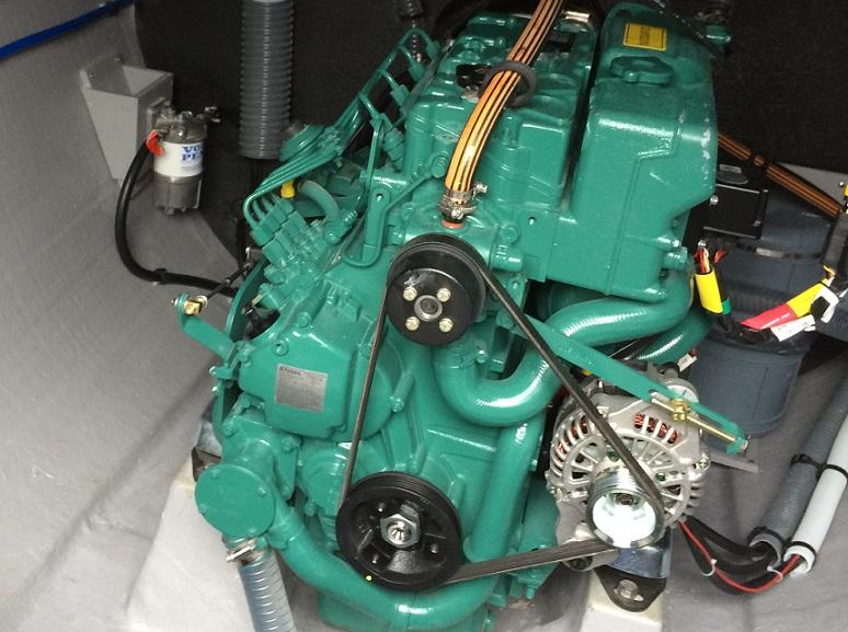 Zwei 55 PS Volvo Penta Dieselmotore mit Saildrive Antrieb